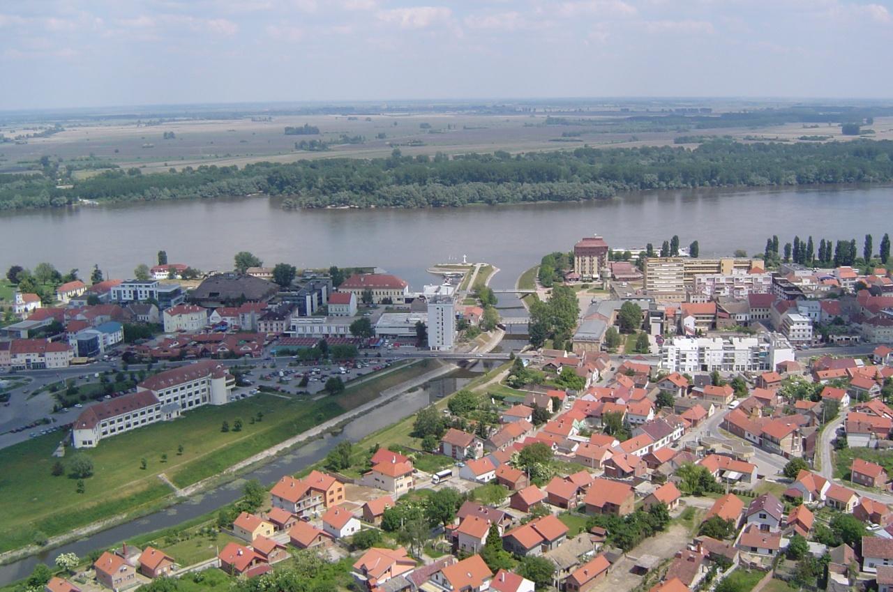 В городе Вуковар река Вука впадпет в Дунай